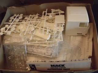LINER TRUCK MODEL KIT UNBUILT PARTS SEALED IN BAGS. 1/25 SCALE BOX HAS